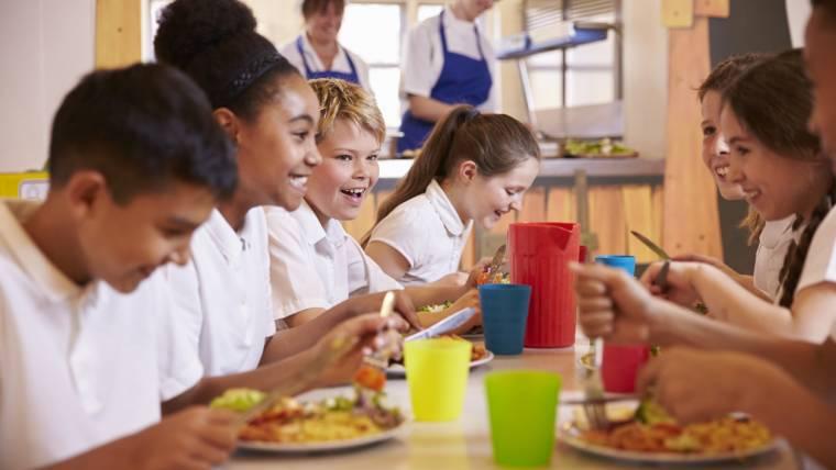 A hora da merenda, os vendedores ambulantes e os desafios para a promoção da alimentação escolar saudável em MG