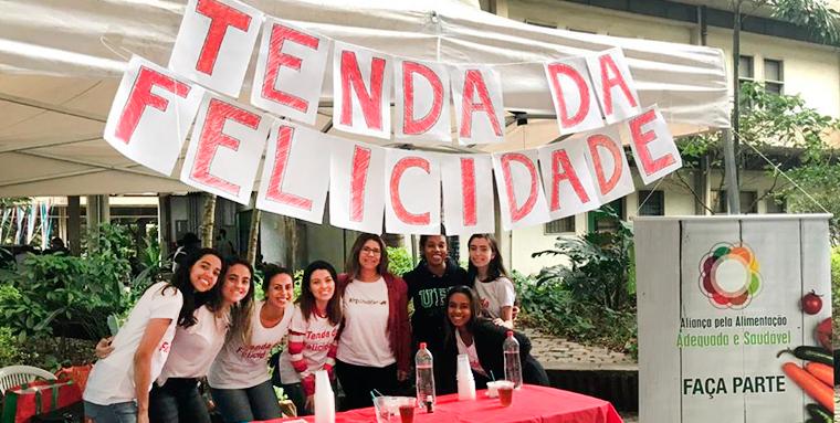 Tenda da Felicidade ganha corações Brasil afora: mais imposto, menos açúcar